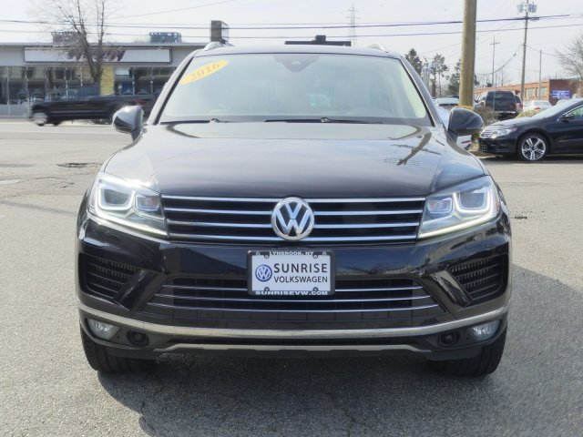 Certified Pre-Owned 2016 Volkswagen Touareg V6 TDI With Navigation & AWD