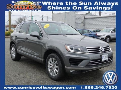 Certified Pre-Owned 2016 Volkswagen Touareg VR6 FSI